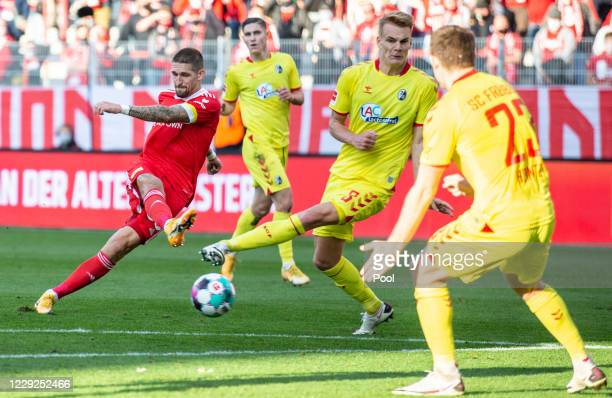 Berlin's Robert Andrich scores his sides first goal during the Bundesliga match between 1. FC Union Berlin and Sport-Club Freiburg at Stadion An der...