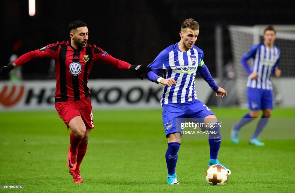 Berlin's Slovakian defender Peter Pekarik (R) and Ostersund's Saman Ghoddos vie for the ball during the UEFA Europa League group J football match Hertha BSC Berlin vs Ostersund FK on December 7, 2017 in Berlin. PHOTO / Tobias SCHWARZ