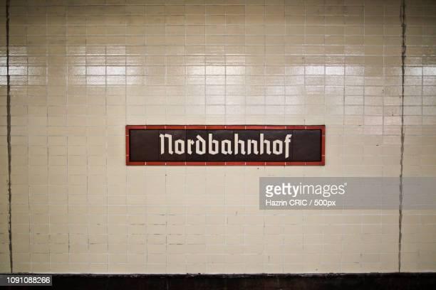 berlin's u-bahn/s-bahn - u bahn stock-fotos und bilder