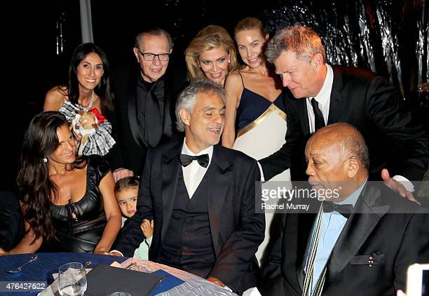 Berna Ozlem Veronica Berti Lary King Shawn King Andrea Bocelli Cassandra Mann David Foster and Quincy Jones sing at their table together during...