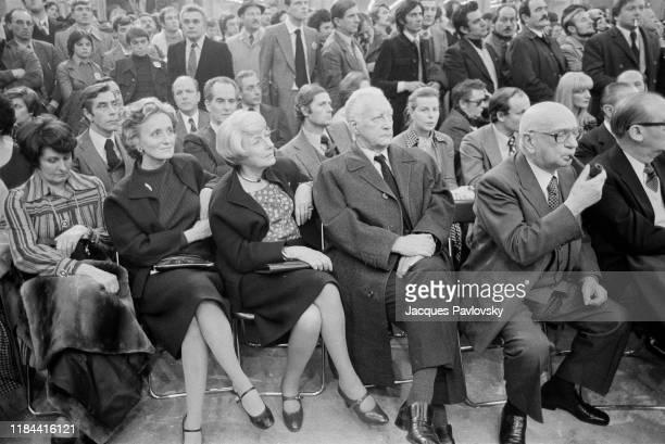 Bernadette Chirac attends a meeting of his husband Jacques Chirac, during the constitutive congress of the RPR party, France, 5th december 1976