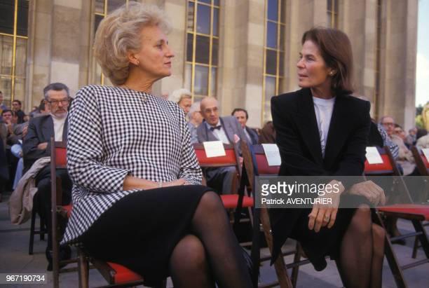 Bernadette Chirac et Micheline ChabanDelmas lors du 30e anniversaire d'ATD QuartMonde au Trocadéro le 17 octobre 1987 à Paris France