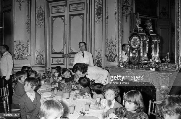 Bernadette Chirac wife of the French Prime Minister is taking care of children during their meal at the Christmas reception held in Matignon Paris...