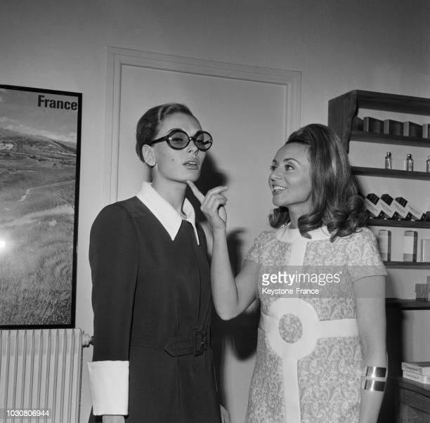 Bernadette Stern et Annie Cordy dans une scène du film 'Le Bourgeois Gentilhomme Mec' en janvier 1969 en France