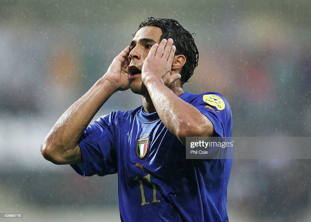 Euro 2004: Italy v Bulgaria : News Photo