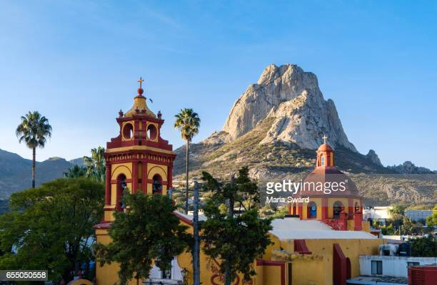 bernal village with bernal peak, querétaro state, mexico - queretaro state stock pictures, royalty-free photos & images