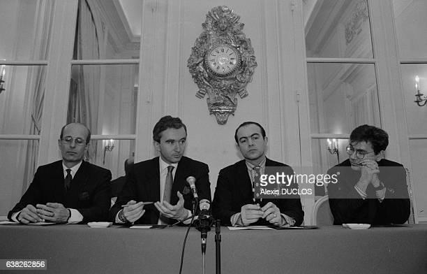 Bernard Arnault et Christian Lacroix annoncent la création de la maison de couture Christian Lacroix à Paris France le 3 février 1987