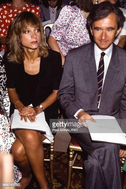Bernard Arnault et sa femme lors du défilé Dior, Haute Couture, collection Automne/Hiver 1991 à Paris en juillet 1991, France.