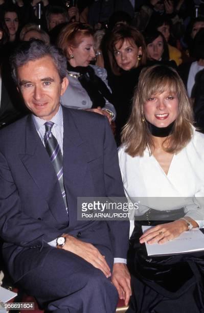 Bernard Arnault et son épouse Hélène Mercier-Arnault lors du défilé Dior en janvier 1993 à Paris, France.