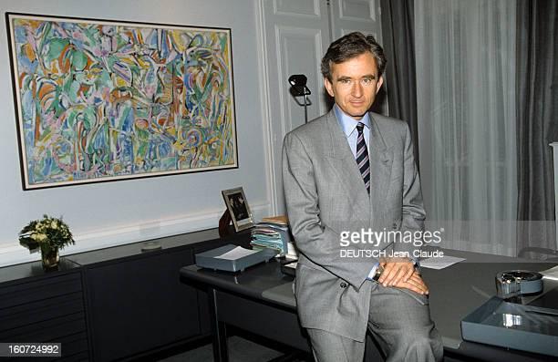 Bernard Arnault, Lvmh Ceo. Paris - 14 octobre 1991 - Dans les locaux de la maison de couture Christian DIOR, portrait de Bernard ARNAULT, PDG du...