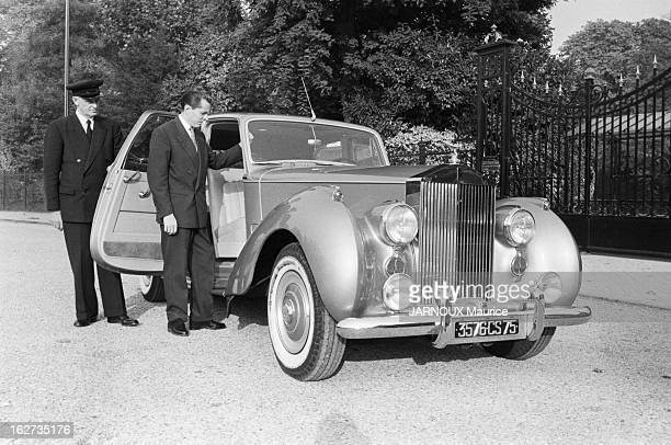 Bernard Buffet Le peintre Bernard BUFFET 28 ans le plus jeune millionnaire de la peinture avec la voiture Rolls Royce Silver Phantom qu'il vient...