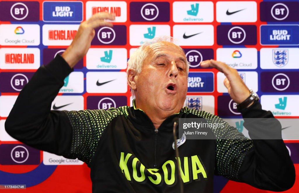 Kosovo Press Conference : News Photo