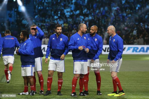 Bernard Diomede Stephane Guivarch Robert Pires Christophe Dugarry Thierry Henry and Zinedine Zidane of France pose during the Friendly match between...
