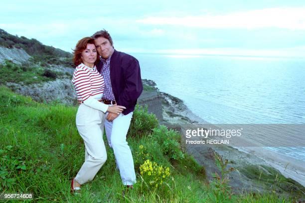 Bernard et Dominique Tapie sur une falaise normande en juillet 1996 France