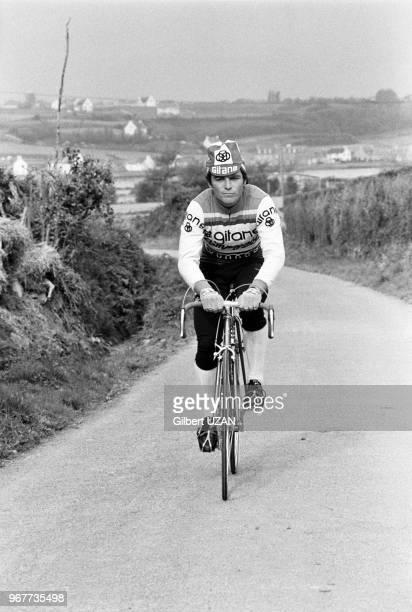 Bernard Hinault s'entraine près de chez lui à Yffiniac en Bretagne le 26 avril 1977, France.