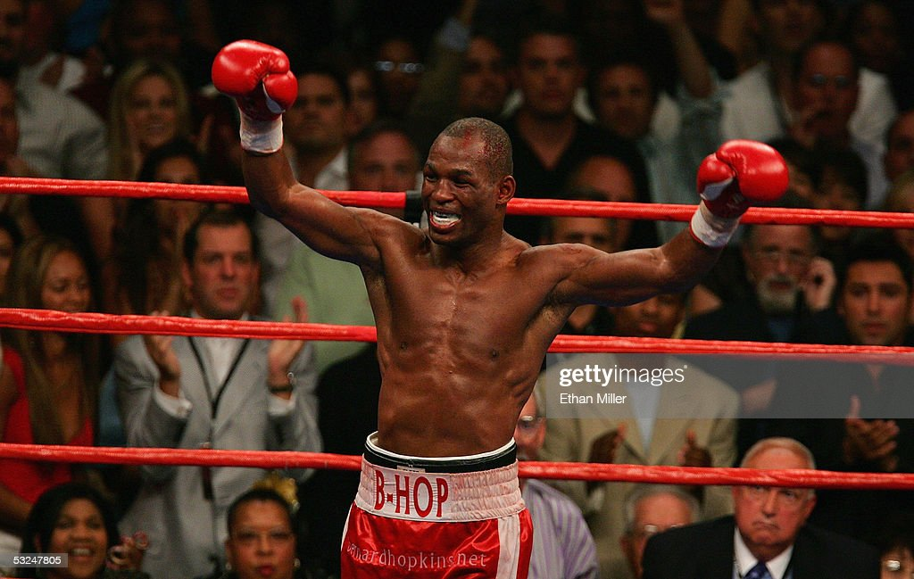 Middleweight Championship: Bernard Hopkins v Jermain Taylor : News Photo