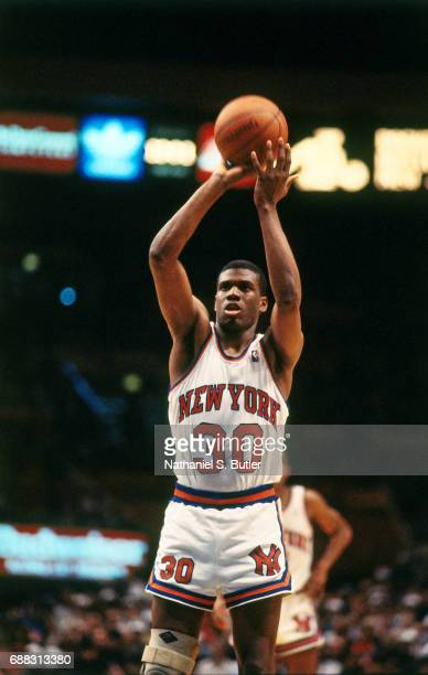 Bernard King of the New York Knicks shoots circa 1986 at Madison Square Garden in New York City NOTE TO USER User expressly acknowledges and agrees...