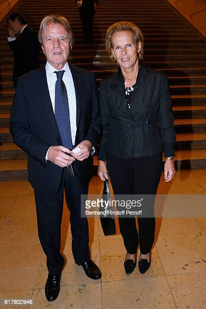 Bernard Kouchner and his wife Christine Ockrent attend the FrenchAmerican Foundation Dinner Gala at Palais de Chaillot on October 24 2016 in Paris...