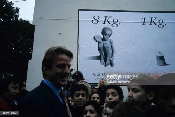 Bernard Kouchner Launches The Campaign 'Riz Pour La Somalie' En France en octobre 1992 Bernard KOUCHNER ministre de la Santé et de l'Action...