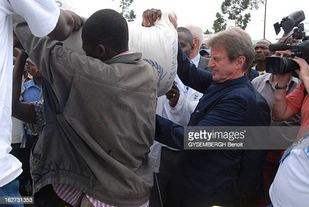 Bernard Kouchner Trip To The Great Lakes Region Democratic Republic Of Congo Le ministre français des Affaires étrangères Bernard KOUCHNER en voyage...