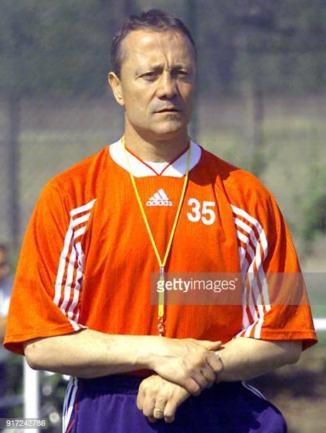 Bernard Lacombe dirige l'entraînement de l'Olympique Lyonnais le 12 mai 2000 à Lyon Entraîneur de l'OL depuis 4 ans Bernard Lacombe a annoncé ce jour...