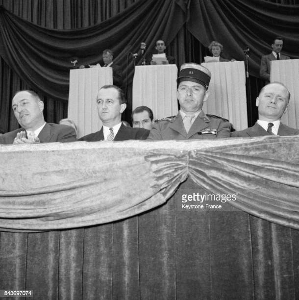 Bernard Lafay et le colonel Henri RolTanguy à la tribune d'honneur lors de la cérémonie commémorative pour le 10ème anniversaire de la libération de...