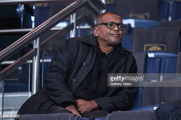 Bernard Lama during the French Ligue 1 match between Paris Saint Germain and Nice at Parc des Princes on December 11 2016 in Paris France