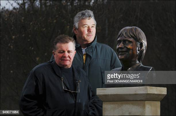 Bernard Launoy et Jean Thiebaut a l'origine du buste du chanteur lors de la pose du buste de C Jerome au Zenith de Nancy Bernard Launoy et Jean...