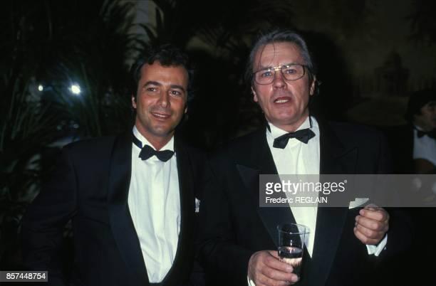 Bernard Montiel et Alain Delon lors de la remise de la Legion d'Honneur a Gina Lollobrigida le 17 septembre 1993 a Paris France