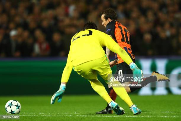 Bernard of Shakhtar Donetsk rounds the keeper Brad Jones of Feyenoord during the UEFA Champions League group F match between Feyenoord and Shakhtar...