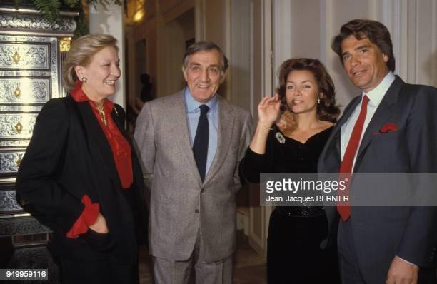 Bernard Tapie accompagné de sa femme Dominique et de Lino Ventura et son épouse lors la soirée de lancement de son disque le 6 janvier 1986 à Paris...
