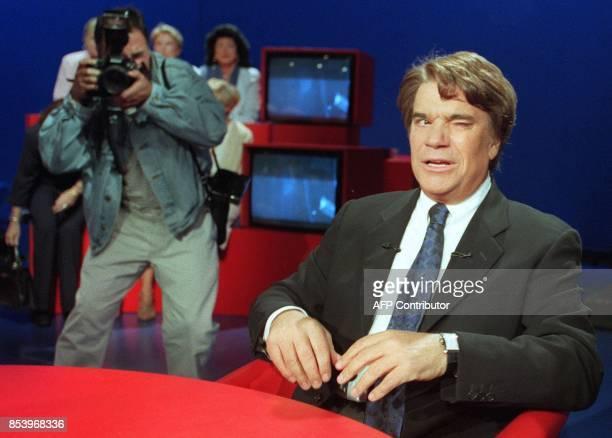 Bernard Tapie cligne de l'oeil sur le plateau de l'émission de Michel Field 'Public' dont il est l'invité le 28 juin à Paris ExFrench Minister and...