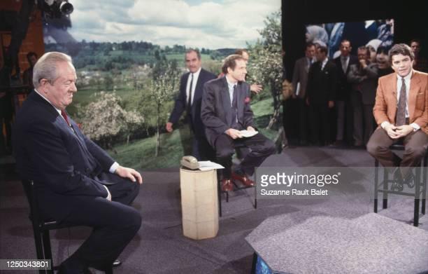Bernard Tapie et Jean-Marie Le Pen lors du débat sur l'immigration diffusé par TF1 et animé par Patrick Poivre d'Arvor