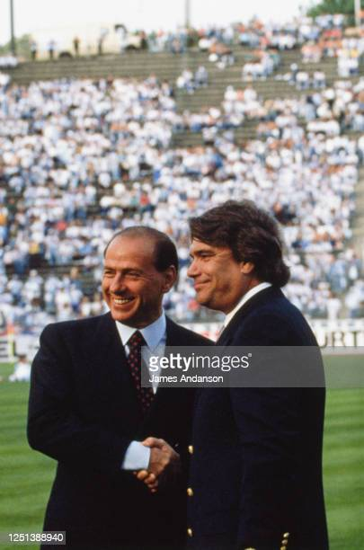 Bernard Tapie et Silvio Berlusconi se saluent avant le match OM-Milan AC en finale de la coupe d'Europe