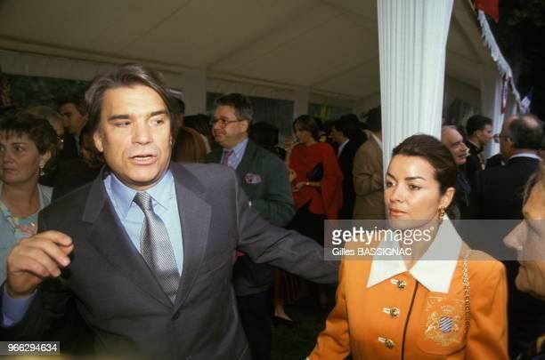 Bernard Tapie exministre de la Ville et son epouse Dominique a la gardenparty de l'Elysee le 14 juillet 1993 a Paris France