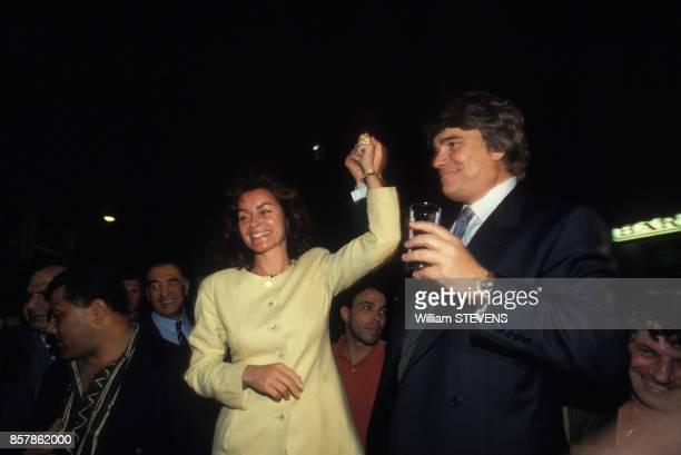 Bernard Tapie fete sa victoire aux elections cantonales avec son epouse Dominique le 27 mars 1994 Marseille France