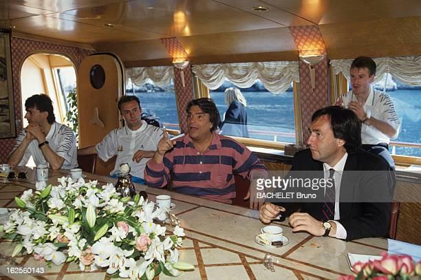 Bernard Tapie Invites The Players Of The Olympic Marseille On His Boat Le Phocea Sur son bateau PHOCEA Bernard TAPIE lors d'un briefing attablé avec...