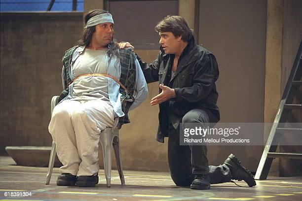 Bernard Tapie joue le rôle principal de Mc Murphy de Dale Wasserman pour 90 représentations.