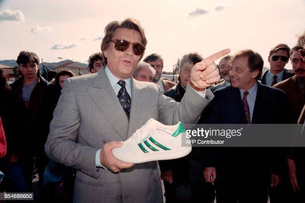 Bernard Tapie visits market of Plan de Cuques during the regional election campaign on March 16 1992 He holds an Adidas shoe in his hand / AFP PHOTO...