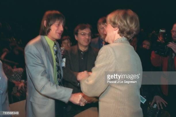 Bernard Thibault and Nicole Notat shake hands