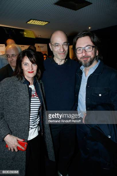 Bernard Werber standing between his companion Amelie Andrieu and Alex Jaffray attend the 'Chacun sa vie' Paris Premiere at Cinema UGC Normandie on...