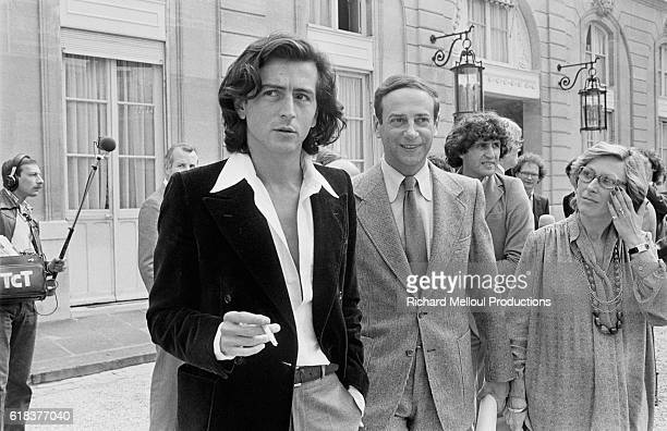 BernardHenri Levy and Lionel Stoleru talk in the Palais de l'Elysee courtyard after attending lunch with French President Valery Giscard d'Estaing A...