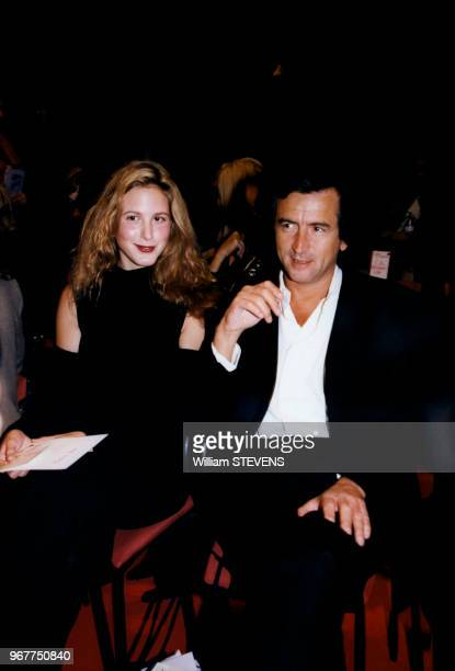 BernardHenri Levy assiste en compagnie de sa fille Justine au défilé Lolita Lempicka pour lequel sa soeur a réalisé les bijoux octobre 1997 Paris...