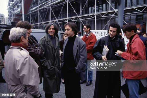 BernardHenri Levy lors de la visite de Taslima Nasreen à Paris le 26 novembre 1994 France