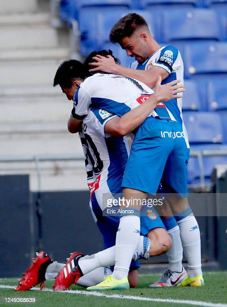 Bernardo Espinosa of RCD Espanyol celebrates with his team mates after scoring his team's first goal during the La Liga match between RCD Espanyol...