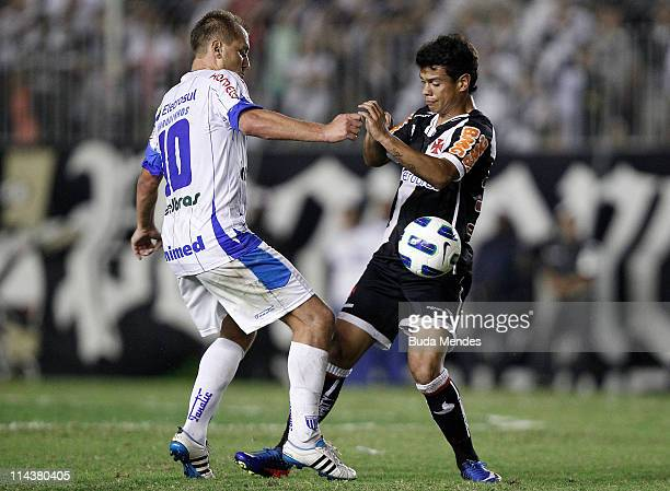 Bernardo of Vasco struggles for the ball with Marquinhos of Avai during a match as part of Brazil Cup 2011 at Sao Januario stadium on May 18 2011 in...