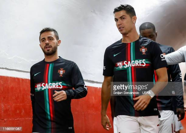Bernardo Silva and Cristiano Ronaldo of Portugal enter the pitch prior to the UEFA Euro 2020 qualifier between Serbia and Portugal at Stadium Crvena...