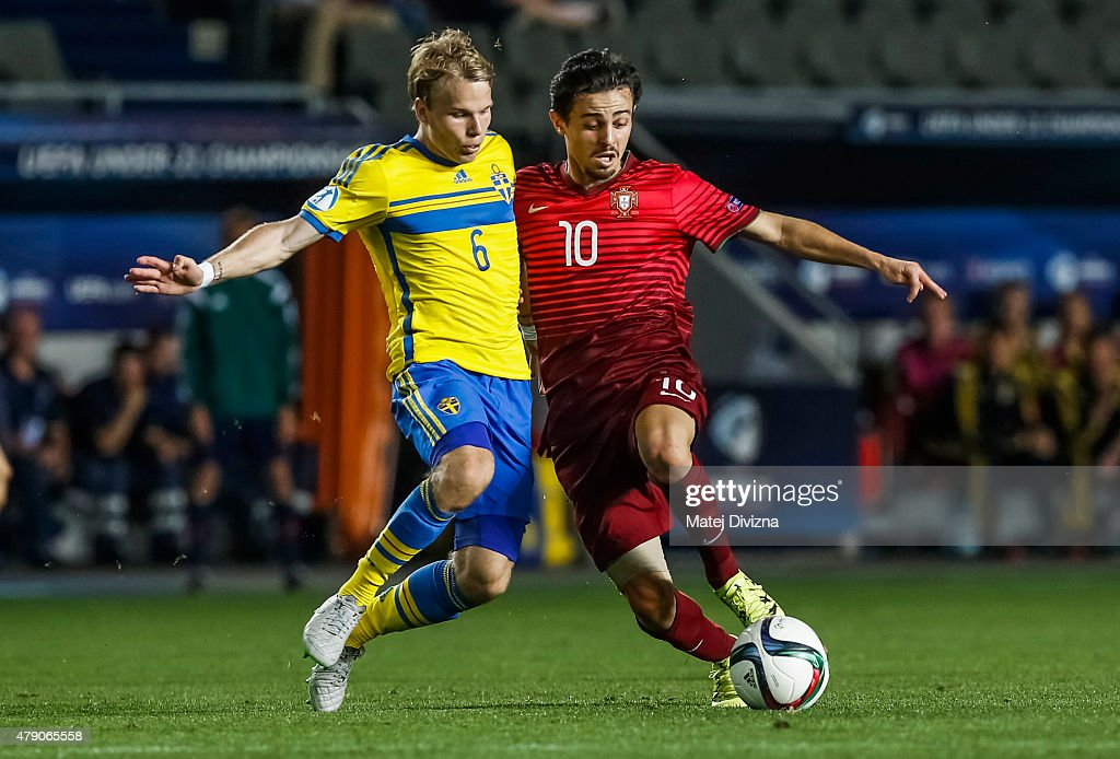 Bernardo Silva (R) of Portugal battles for the ball with Oscar Lewicki (L) of Sweden during UEFA U21 European Championship final match between Portugal and Sweden at Eden Stadium on June 30, 2015 in Prague, Czech Republic.