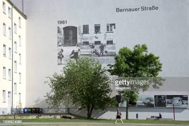 memorial de bernauer strasse - bernauer strasse - fotografias e filmes do acervo