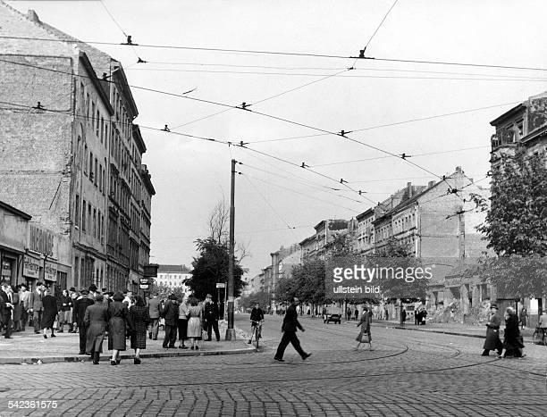 Bernauer Strasserechte Häuserreihe gehört zum OstSektor 1951Aufnahme Fritz Eschen